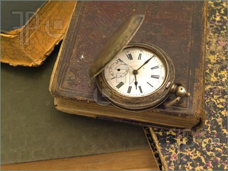 old-books-clock-947372