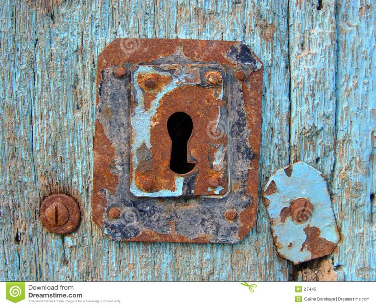 blue-door-keyhole-27445