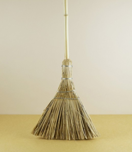 objects-of-use-chinese-broom-remodelista-518x600