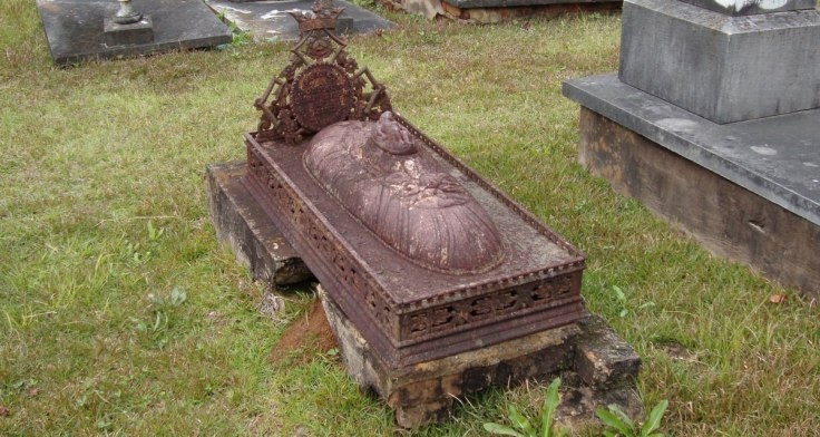 victorian-cast-iron-grave-monument-lg