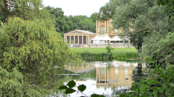 buckingham-palace-garden-lake