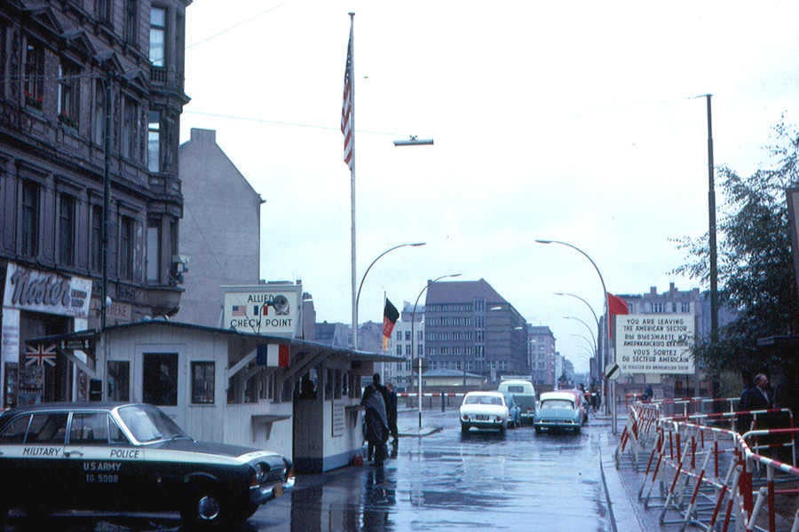 berlin_-_checkpoint_charlie_1963