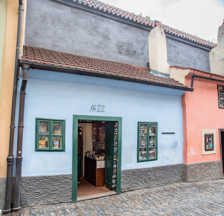 franz-kafka-house-golden-lane-prague