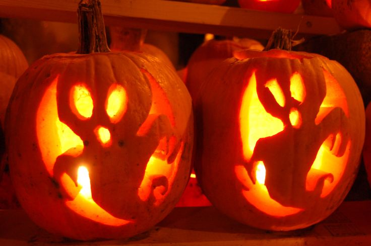 two-halloween-ghosts-pumpkin