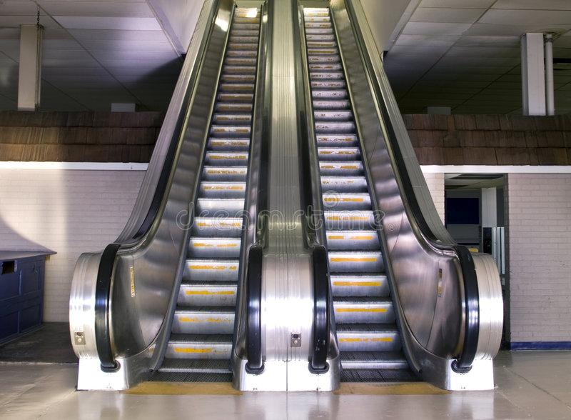 retro-style-escalator-4759569
